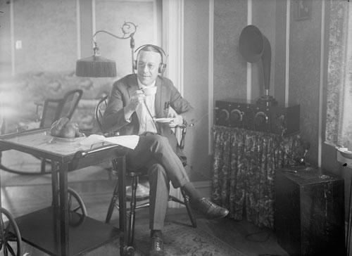 Radio listening 1920s